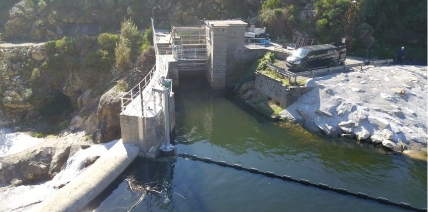 Ximeca utilises a Bolina boom on EDF electricity plant project in Corsica
